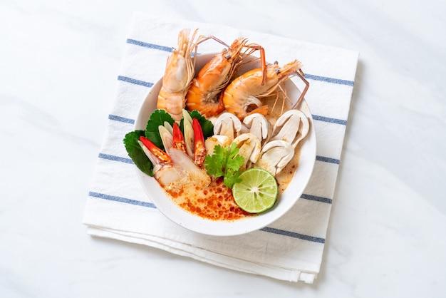 Острый суп из креветок (том ям гунг)