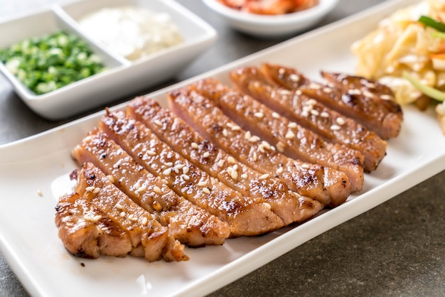 野菜と豚肉のグリルステーキ