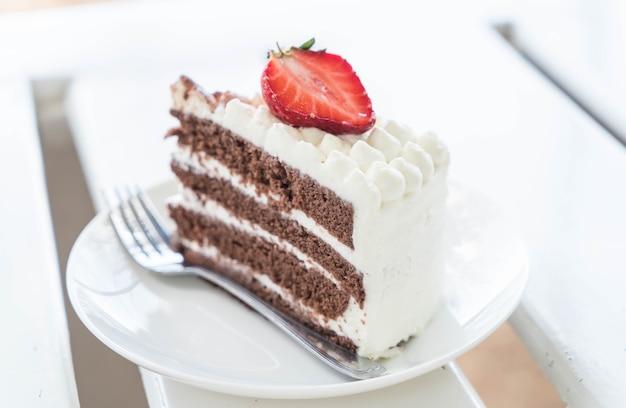 バニラとチョコレートケーキのイチゴ