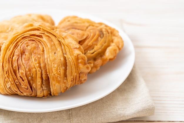 Слоеное тесто с курицей карри