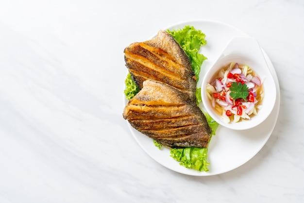 サクサクのグーラミとピリ辛サラダ