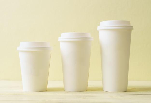 テイクアウトコーヒーの紙コップ