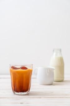 ミルク入りタイ茶アイスキューブ