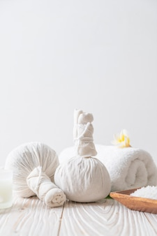 キャンドルと蘭のスパハーブ圧縮ボール
