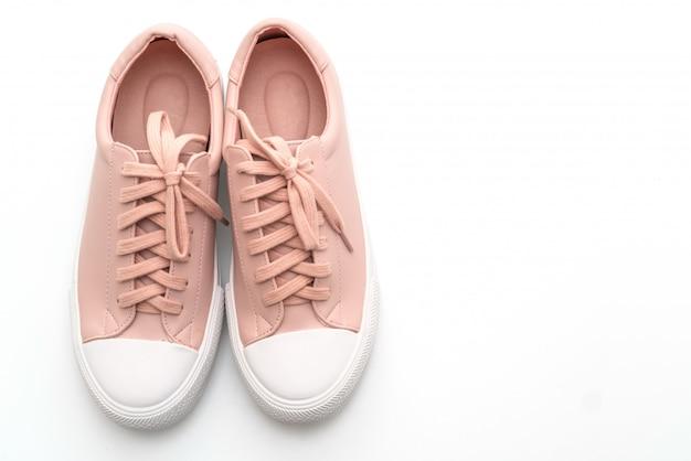 白地にピンクのスニーカーの靴