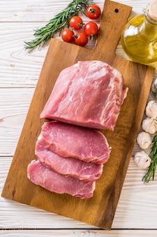 新鮮な豚肉の切り身