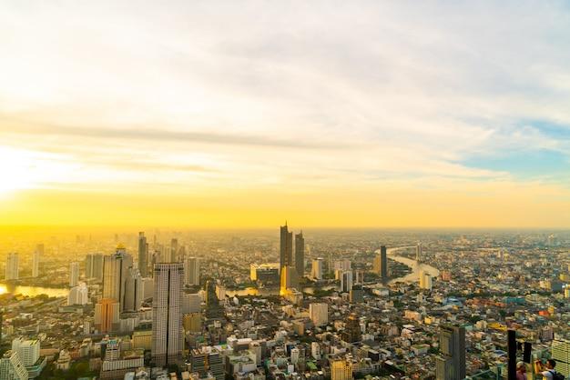 タイの建物と建築の美しい外観とバンコクの街並み