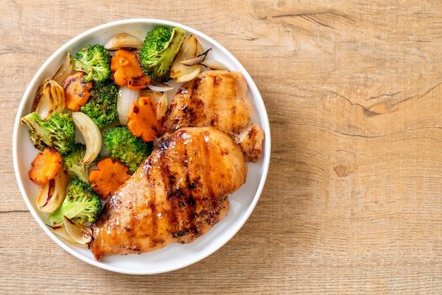 Стейк из куриной грудки с овощами