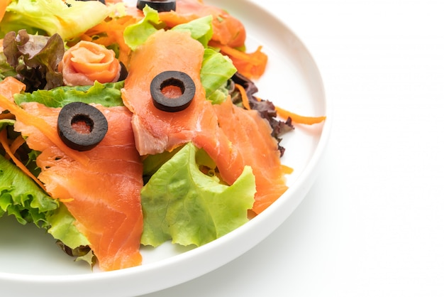 スモークサーモンサラダ-健康食品スタイル