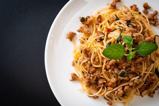 豚ひき肉とバジルの炒めスパゲッティ