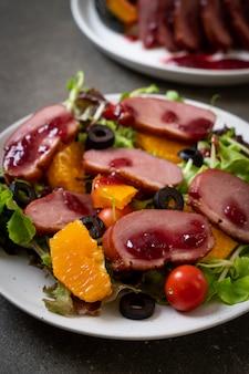 鴨胸肉のグリルサラダ