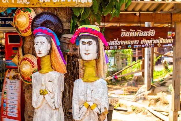 Деревни племени северного таиланда или деревня карен лонг шей в таиланде