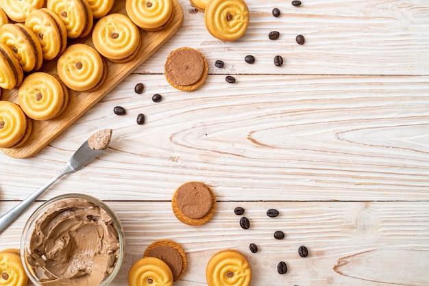コーヒークリームとクッキー