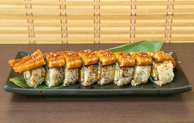Угорь суши ролл - японская еда