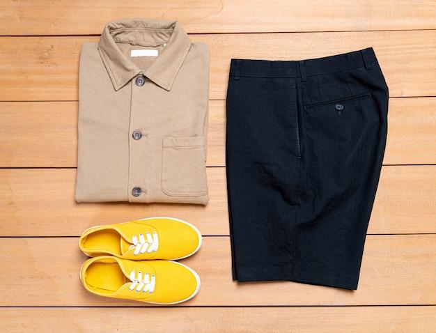 美しいカジュアルな男性ファッションと服セット