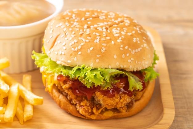 Жареный куриный бургер