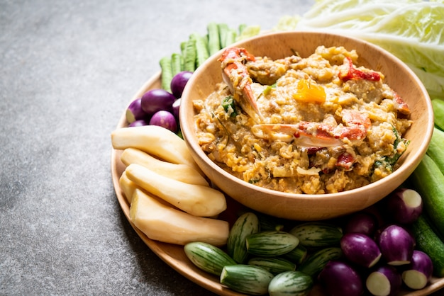 カニまたはカニと大豆のディップとココナッツミルクと野菜のチリペースト煮