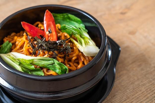 韓国の野菜とキムチのインスタントラーメン