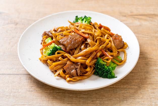 豚肉と野菜の炒め麺