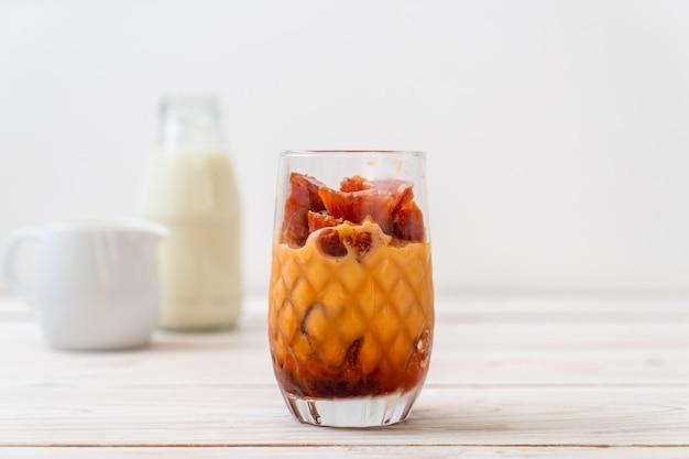 Тайский чай кубик льда с молоком