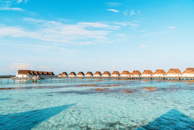モルディブ諸島の美しいトロピカルリゾート