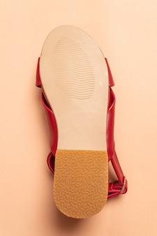 スリングバックとファッションの女性と女性の革のサンダル