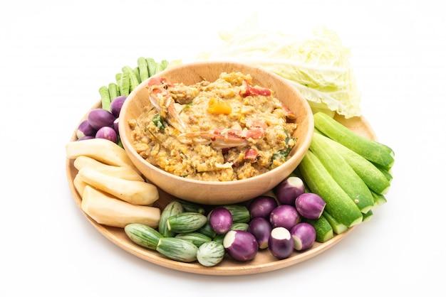 カニまたはカニと大豆のディップをココナッツミルクと野菜で煮込んだチリペースト