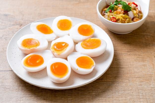 Острый салат с яйцами
