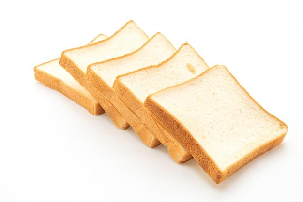 白い背景の上のパンをスライスします。