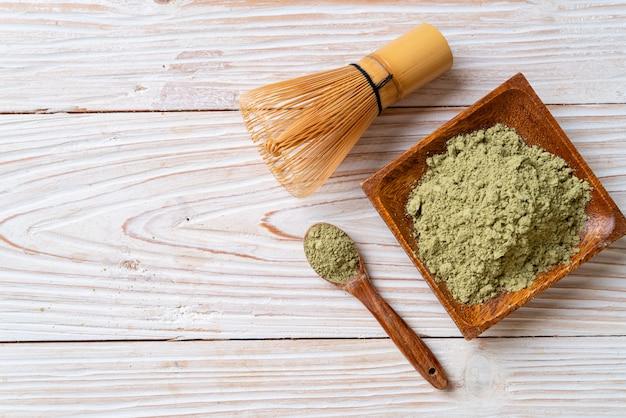 Порошок зеленого чая маття с венчиком