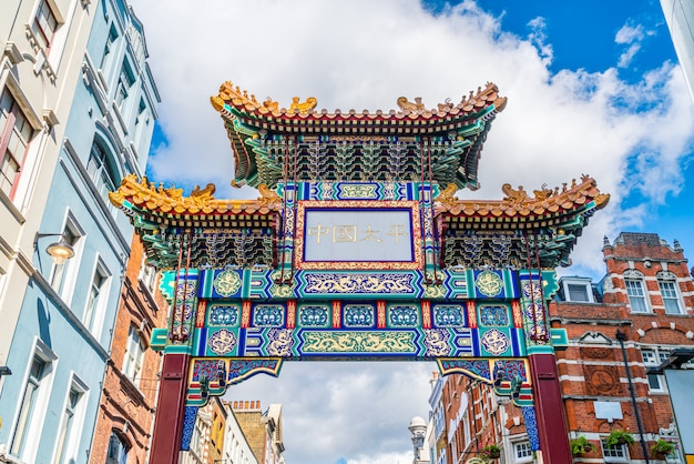 伝統的な中国デザイン、イギリスのロンドンチャイナタウンの入り口