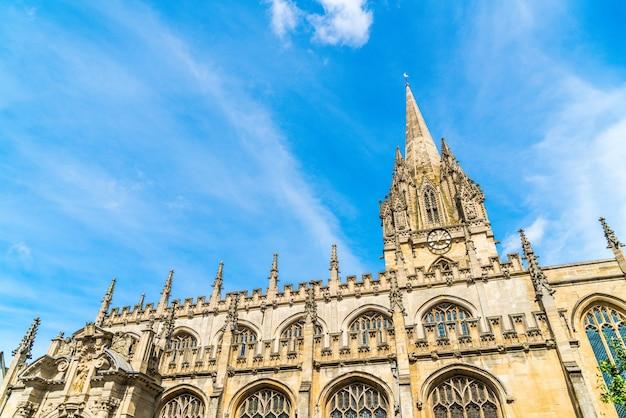 英国、オックスフォードの聖マリア大学教会の美しい建築