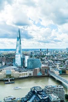 テムズ川とロンドン市の空撮