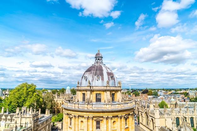 Камера рэдклиффа и колледж всех душ в оксфордском университете. оксфорд, великобритания