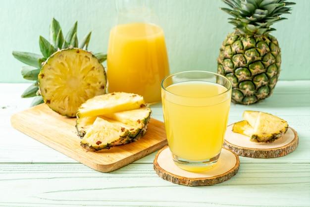 Свежий ананасовый сок