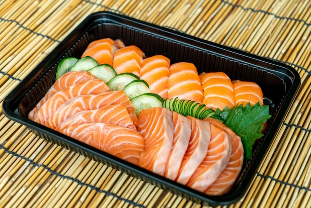 寿司と刺身用の新鮮なサーモン