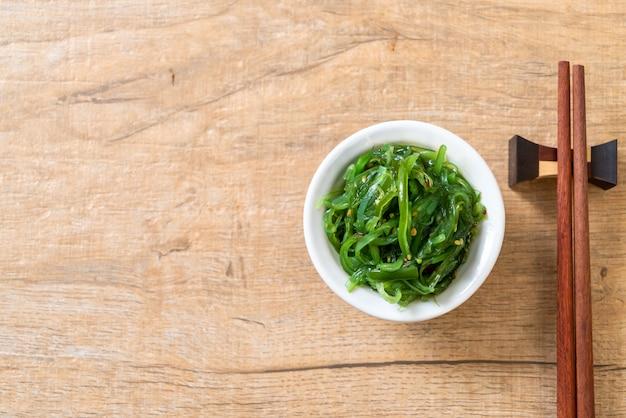 Салат из морских водорослей - японский стиль фона