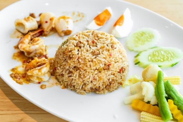 Тайский острый креветок паста жареный рис