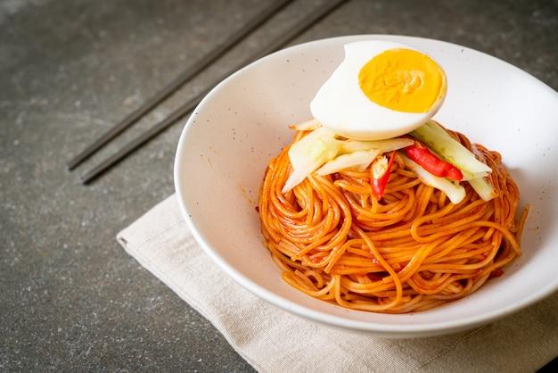 卵入り韓国冷麺