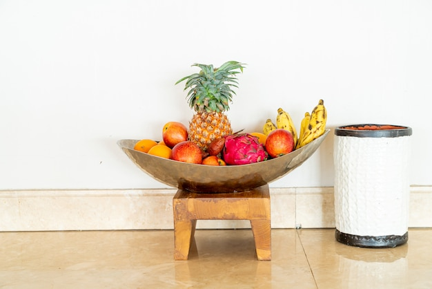 トレイにフルーツを混ぜる