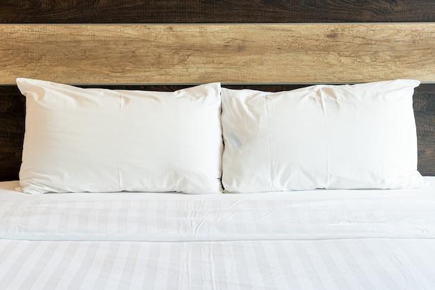 白い快適な枕