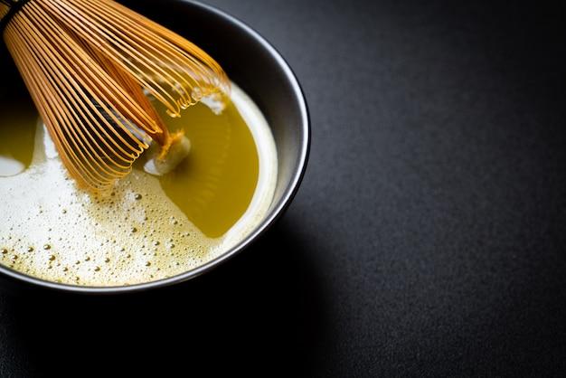 抹茶抹茶カップ抹茶パウダーと泡だて器