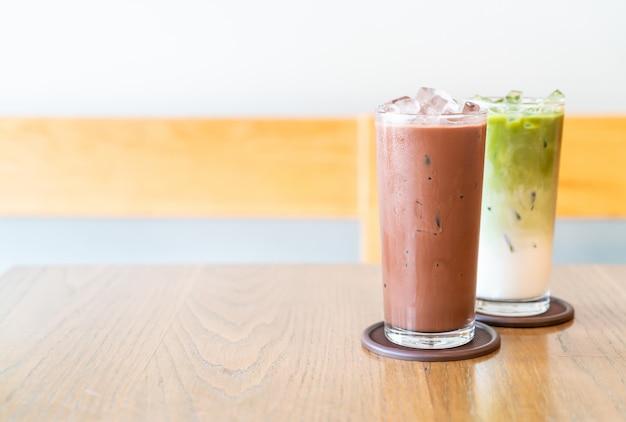 木のテーブルにアイスチョコレートとアイス抹茶