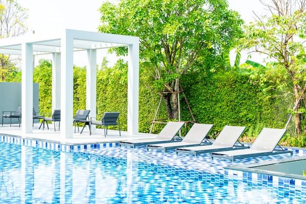 ホテルとリゾートの屋外プール付きベッドプール
