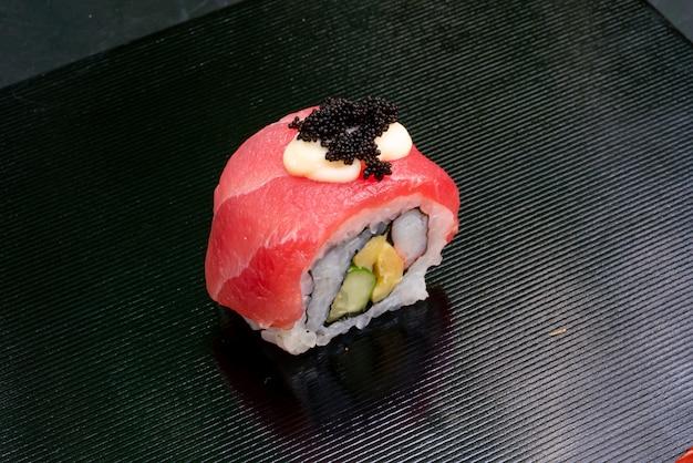 Ролл из свежего тунца