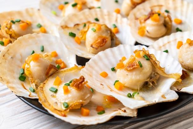 Жареные морские гребешки с маслом
