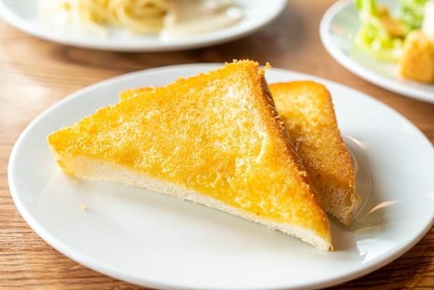 Хлеб тост с маслом