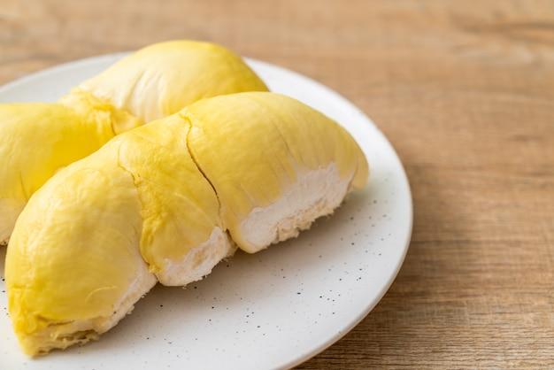 Свежие фрукты дуриан