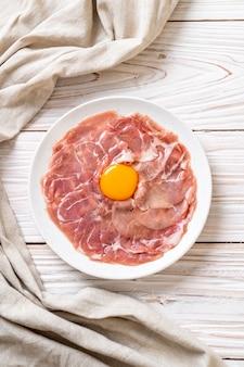 新鮮な生豚の卵焼き