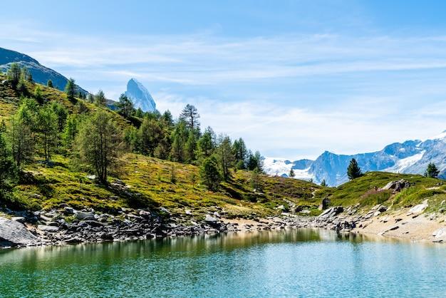 ツェルマットのグルンゼー湖とマッターホルン